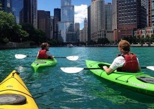 People kayaking on the Chicago River