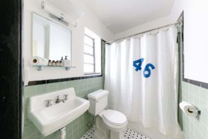 King suite bathroom at Freehand Hotel Miami