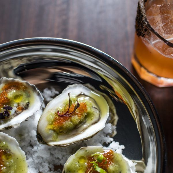 Silver tray with oysters