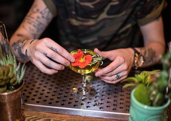 The night is young, and the flowers are edible. ?: @feliifel26 #imbibegram #eaterchicago